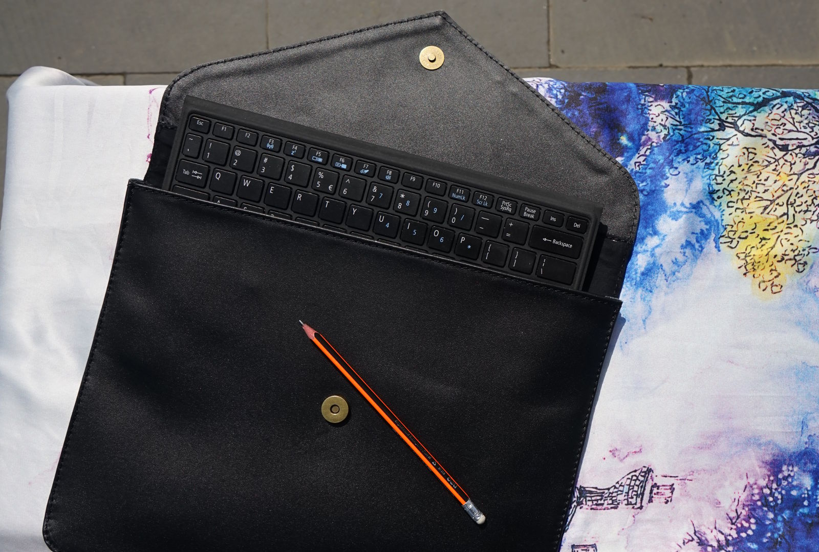 Hoi An Real Leather - Da Bao Real Leather: Leather laptop sleeve with single magnet button. Soft and shiny cow leather..